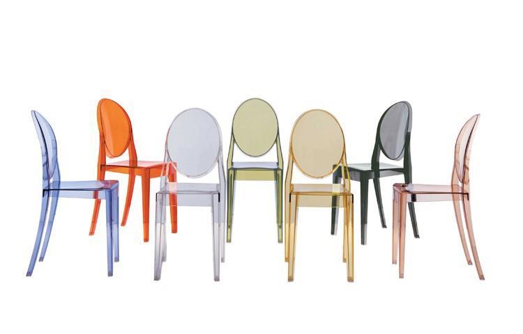 Las sillas transparentes en la decoración